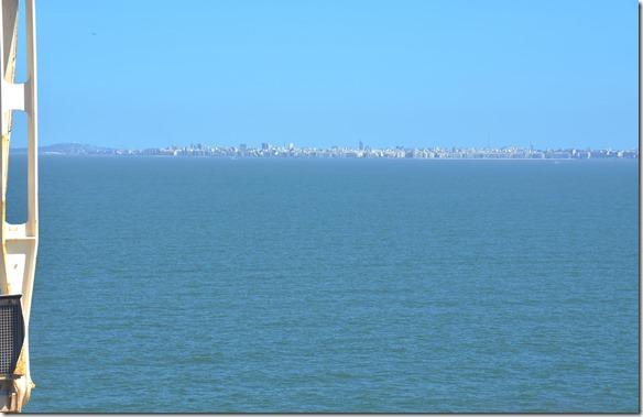 a1715 auf dem Weg nach Zarate fahren wir an Montevideo vorbei