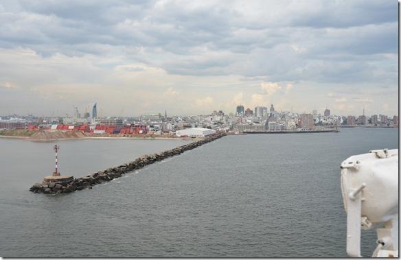 a1740 Einfahrt in den Hafen von Montevideo