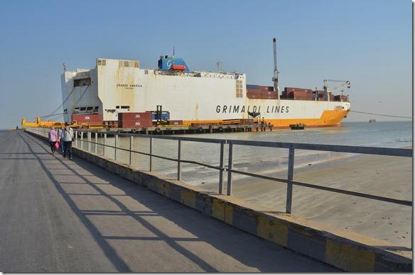 a1320 nun kehren wir wieder auf unser wartendes Schiff zurück nach einem schönen Ausflugstag nach Banjul und Bakau