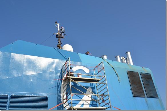 a1395 und wieder wird am Schiff dass und dies repariert = sie haben Zeit während der doch 6 Tage dauernden Atlantiküberquerung und das Wetter ist gut