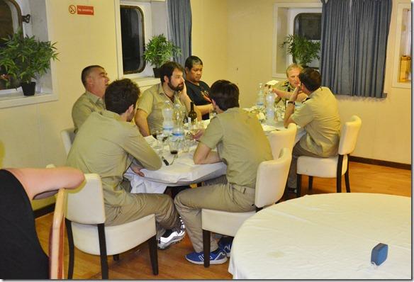 a1490 auch die Offiziere die gerade nicht Wache haben sind an dem speziellen Dinner zugegen