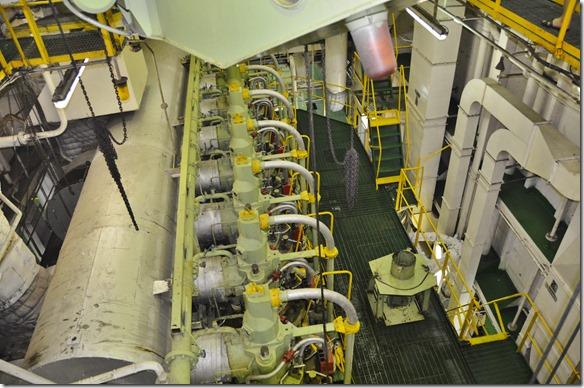 a1506 der Hauptmoter mit 7 Zylindern mit je ca. 520 Litern Inhalt. 62 cm Zylinderdurchmesser und 1.92 Meter Hubhöhe