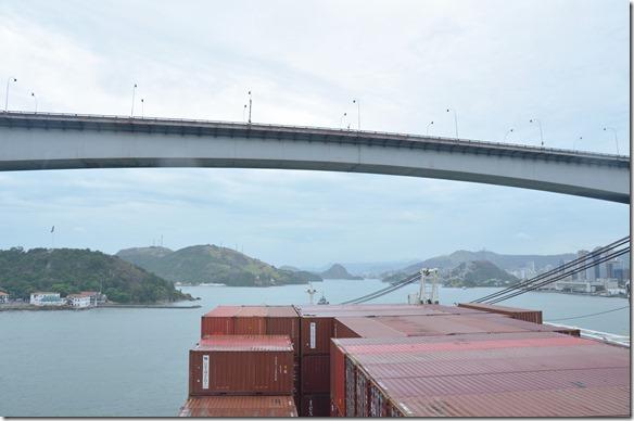 a1583 zum Glück ist die Brücke hoch genug gebaut