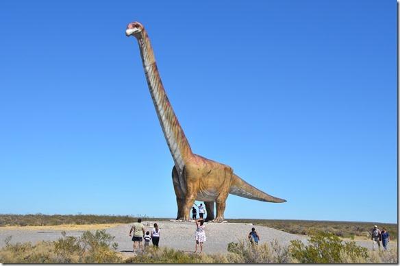 a1942-auf-dem-Weg-zum-Dinosaurier-Mu