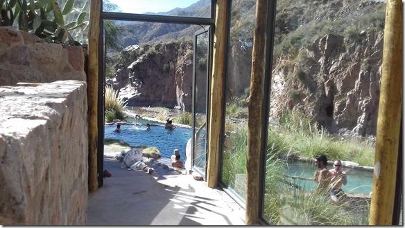 a2297 hier kann man für 45 US$ den ganzen Tag die Quelle in verschiedenen Themparaturen und die Sauna geniessen Das umfangreiche Lunchbuffet ist ebenfalls eingeschlossen