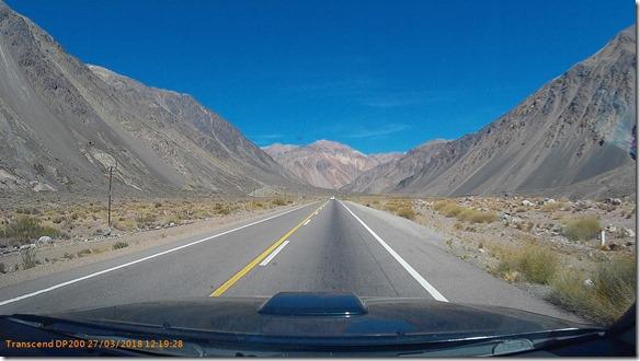 a2317 die Berge rundherum sind zwischen 4000 bis 5000 meter hoch