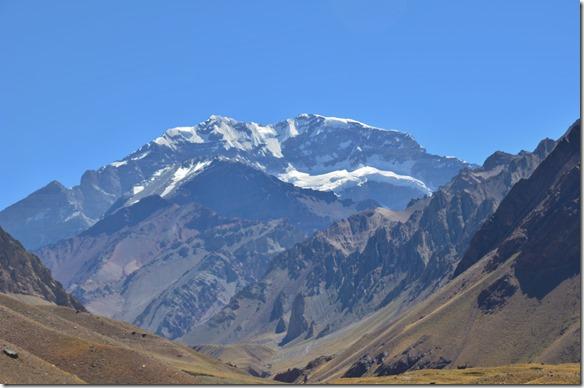 a2331 der Berg weisst die höchste zuammenhängende Wand (2'700 Meter) der ganzen Erde auf
