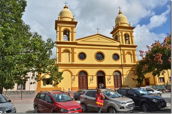 a2430 die spezielle Kirche von Santa Maria = die Heiligestatuen sind mit richtigen Kleidern und Menschenhaar angezogen