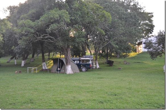 a2548 wir sind wieder mal ganz alleine auf einem Platz, dem Camping in Yapeyu (dem Gebrutsort den Nationalhelden San Martin)
