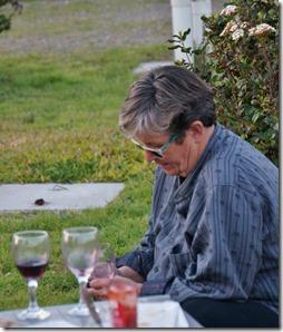b1009 Silvia beim SMS-len
