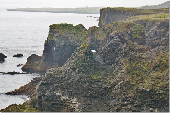 1708 die Felsen sind von der Wassergewalt durchlöchert