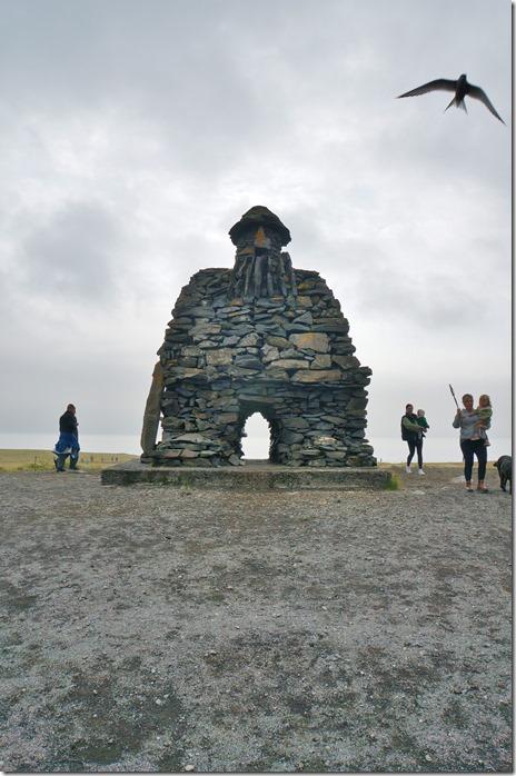 1722 ein Monument für den Riesen der der Sage nach hier gelebt hat und noch heute auf dem Gletscher Snaefellsjökoll sein soll