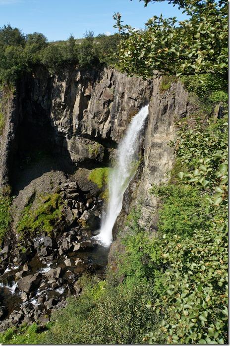1905 auf einer Kurzwanderung entdecken wir wieder einige Wasserfälle