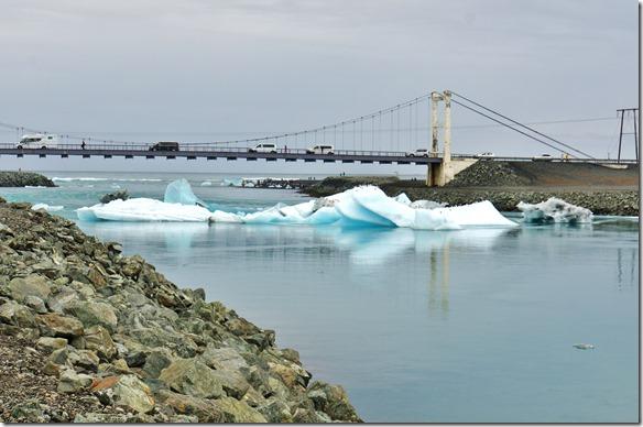1951 unter dieser Brücke und der Verengung müssen alle Teile wenn sie nicht geschmolzen sind durch ins offene Meer. Es herrscht ein grosses Gedränge am Ausgang